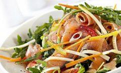 Чаден лосос со салата