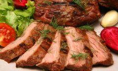 Печено јагнешко месо со зеленчук