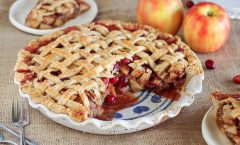 Рецепт на денот: Пита со јаболка и брусница