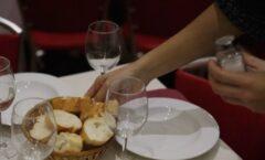 Зошто во некои ресторани добивате леб пред храната која сте ја нарачале?